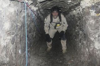 ICE_mexico_drug_tunnel_26Nov10