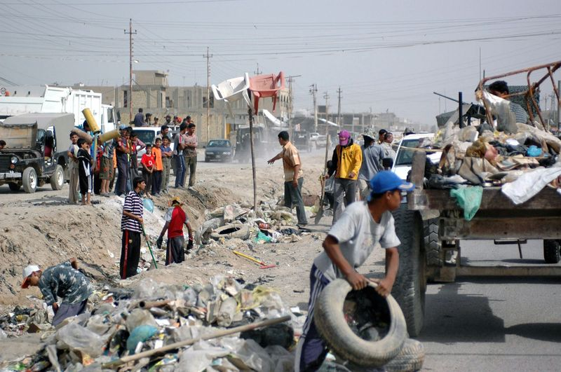 Iraqi's cleaning Roads