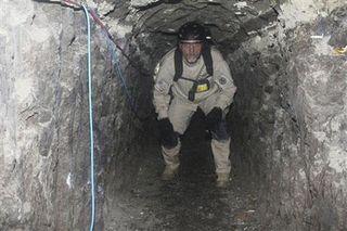 ICE_mexico_drug_tunnel_26Nov10