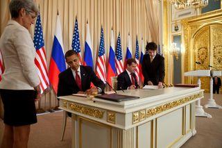 Obama Medvedev sign